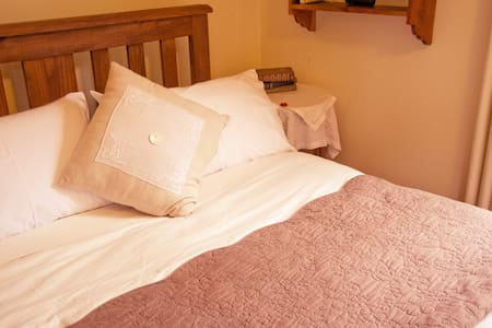 Stone's Throw Suite, Belgrave - Belgrave - Bed & Breakfast
