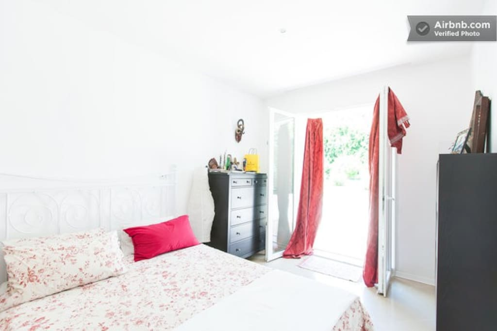 3Relaxed/Separate/Charming Bedrooms