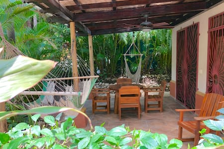 2BR, Pool, Steps to Yoga & Guiones