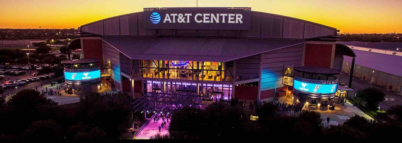 Home Away from Home near Downtown/AT&T  Center