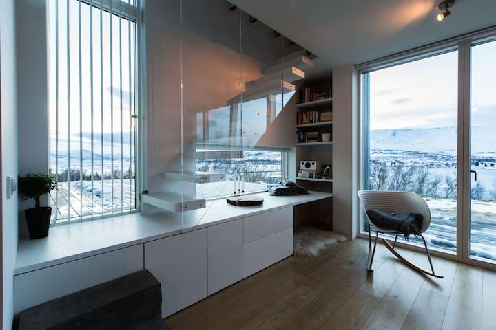 Beautiful place with great view - Akureyri - Apartmen