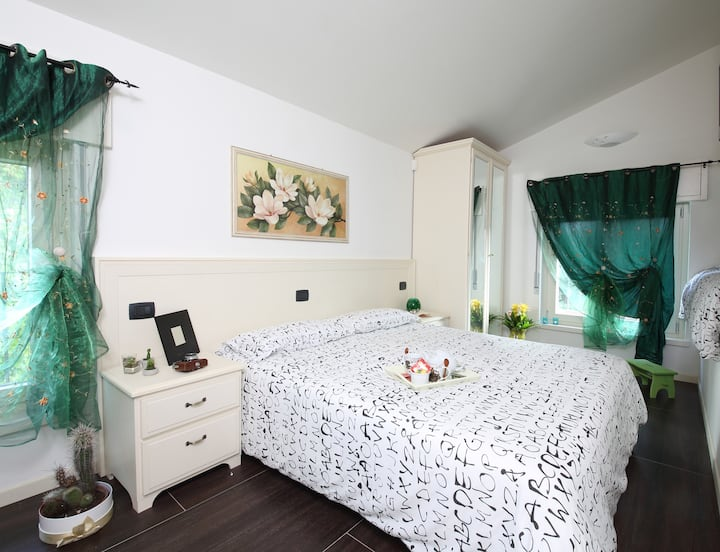 LA BAIA BED AND BREAKFAST SUL LAGO, gardiola room