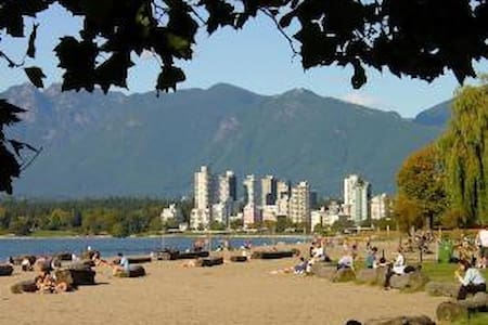 Live by the beach in Kits Point - Huis