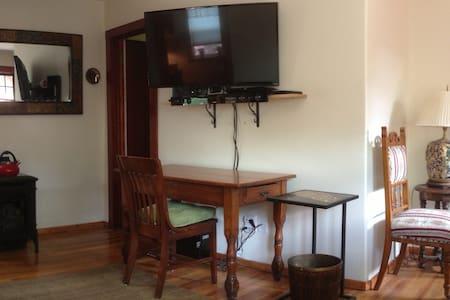 Private Cabin n yard,,,great spot - Glenwood Springs - Sommerhus/hytte
