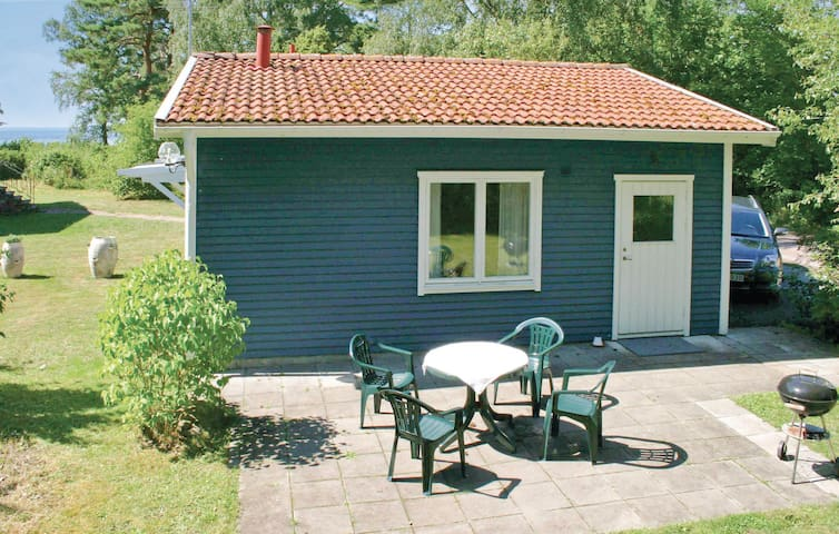 Holiday cottage with 2 bedrooms on 40 m² in Färjestaden