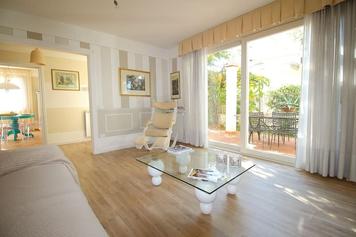 Villa Ester - elegant apartment 250ms from beach - Forte dei Marmi - Lägenhet