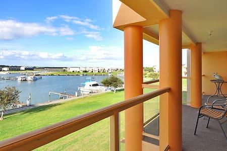 Pelicans Pass Water Frontage Home - Hindmarsh Island - Casa