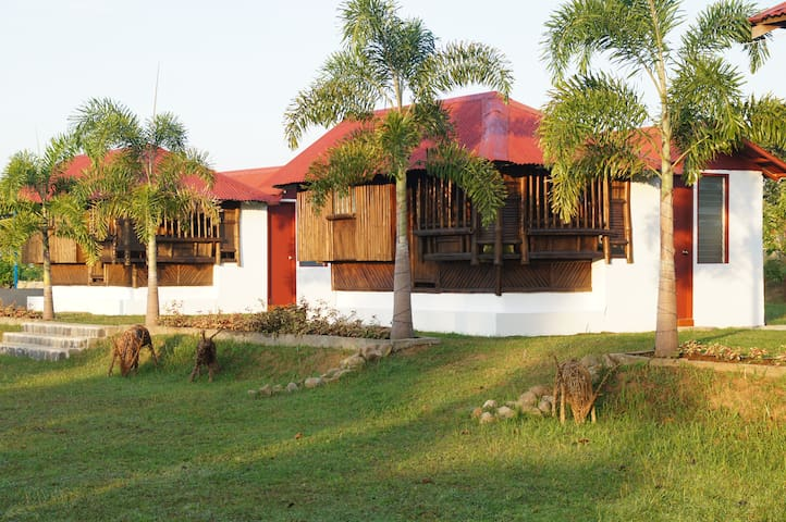 "VistaBerge - ""Kubo"" Cottages - Bagac - Pondok"