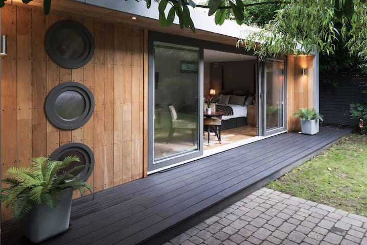Luxury Studio Guest House near Hampstead