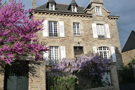 "B&B ""LE 14 ST MICHEL"" - Josselin - Bed & Breakfast"