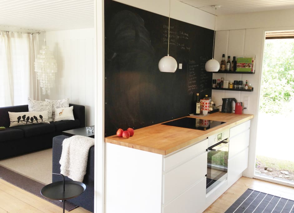 New kitchen with everything you need to cook - and a dishwasher!  Nyt køkken fra 2010