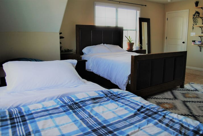 Just off i40 - Spacious, Private, Cozy <3