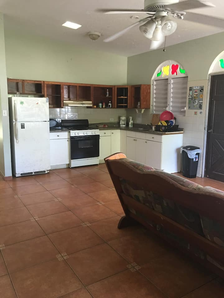 RINCON INN, HOSTEL TOTAL 4 SHARED ROOMS, 10 GUESTS
