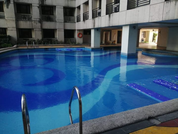 1 BR condo unit with hotel like amenities.