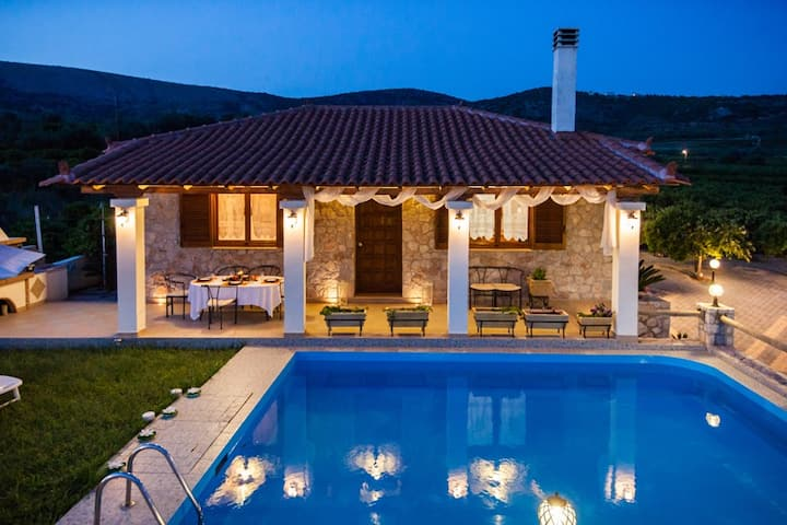 Private Villa with Swimming pool in Orange Groves