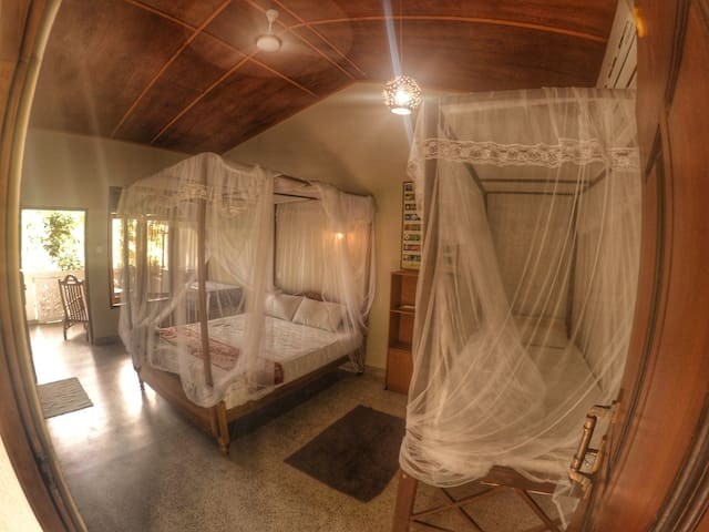 F&F Villa-Flora&Fauna Double Room with Balcony A/C