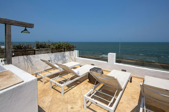 Car048 - Luxurious 4 bedroom villa with beautiful view in Cartagena