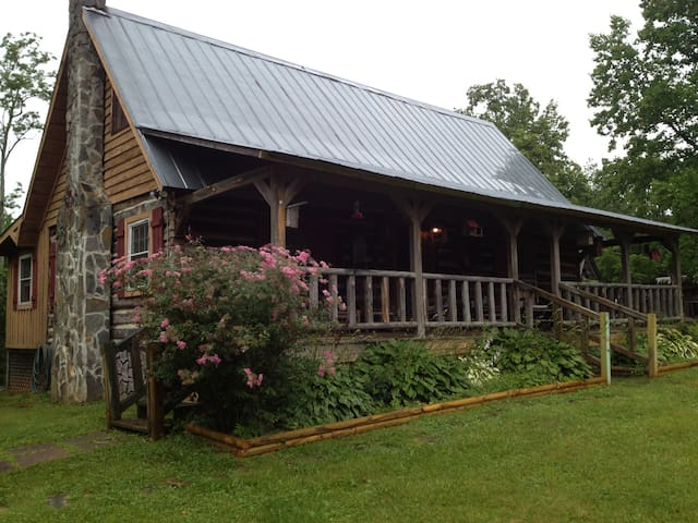 Blue Ridge Mountains cabin heaven - Elk Creek - Srub