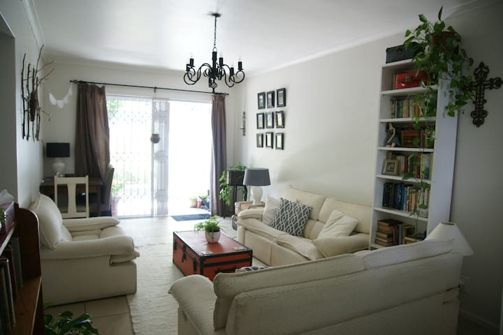 Pretty apartment with garden, sleeps three - Cape Town - Apartemen