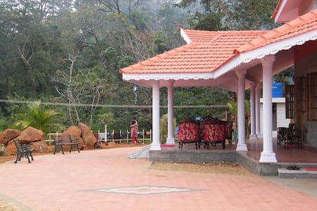 Kollur Mookambika plantation stay - Jadkal
