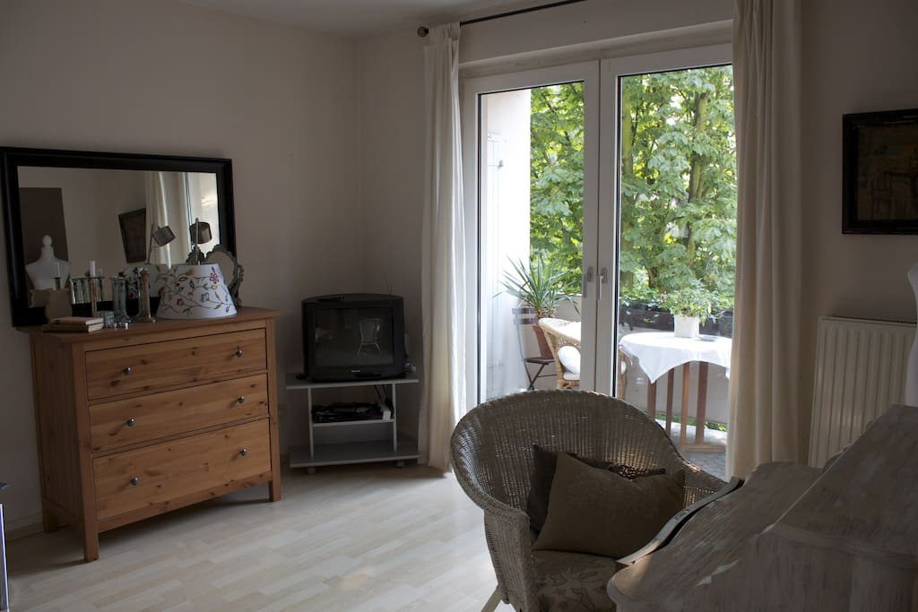 Pretty, tidy & comfortable room! :D