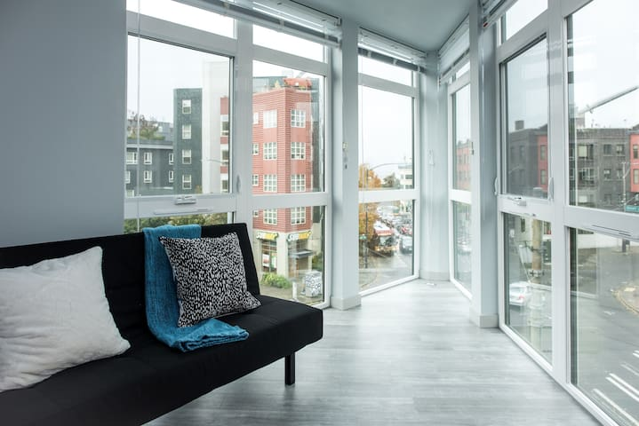 Modern Retro Flat With Space Needle View