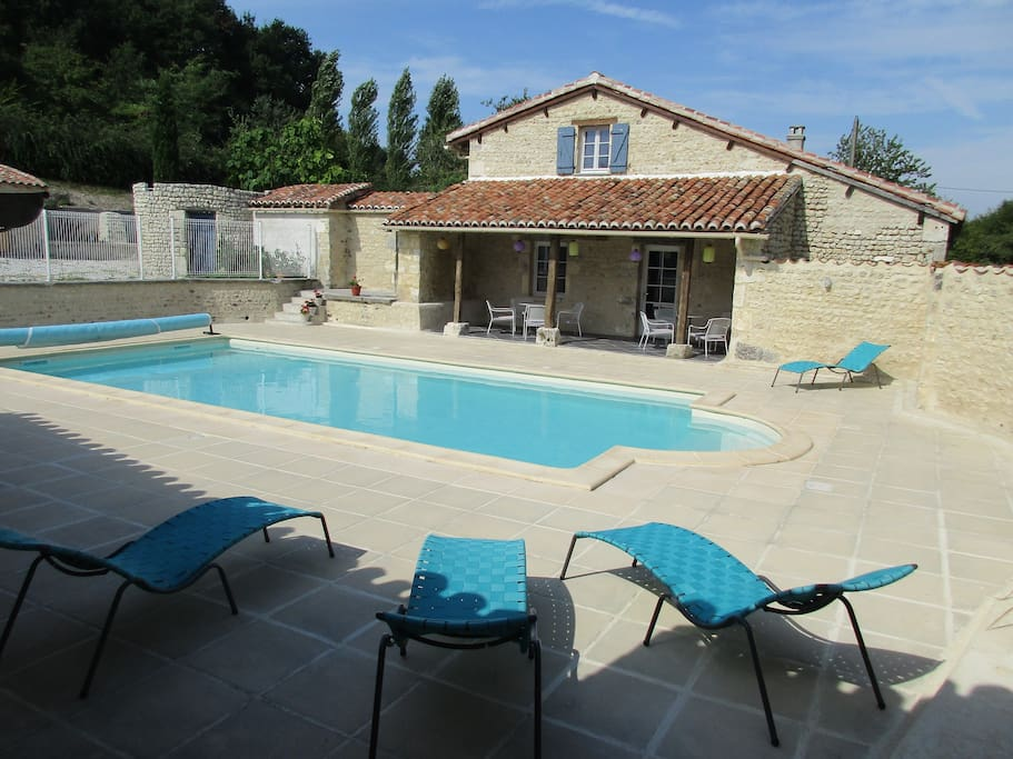 10x5 m pool with loungers