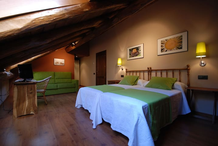 Nice and quiet room in the Pyrenees - Lleida