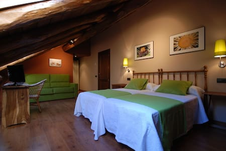 Nice and quiet room in the Pyrenees - リェイダ (Lleida)