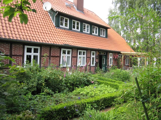 Room for a short or longer stay - Bispingen - Dům