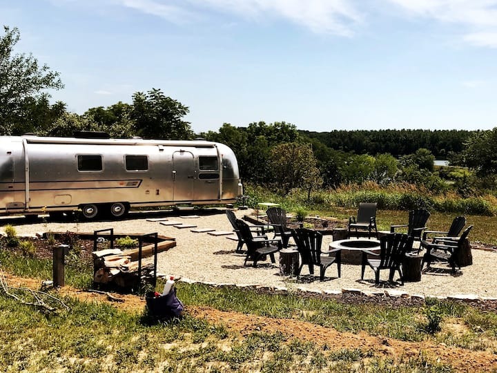 Airstream Glamping, Pool, Jacuzzi, Fire Pit, Lake