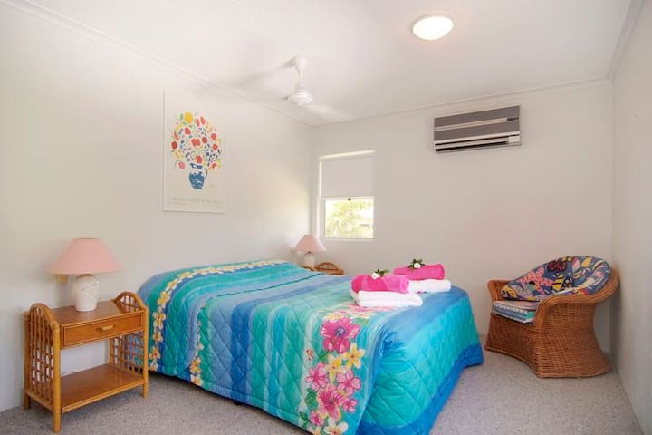Absolute Beach-frontage BEACH HAVEN - 2 Bedrooms - Yorkeys Knob - Apartment
