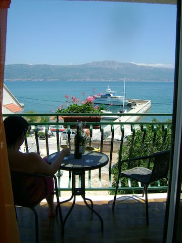APARTMENT( No.1) with a view  - Slatine - Appartement