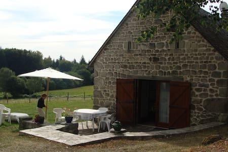 Maison près du lac de Neuvic