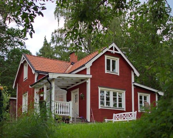 Charming cottage by Lake Mälaren - Strängnäs