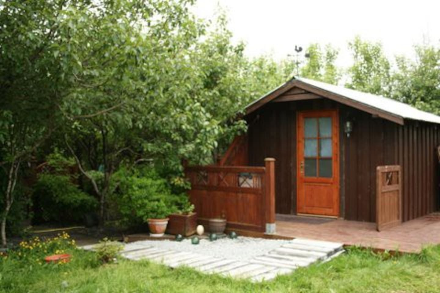 Njardvik Guesthouse Cottage seen from outside