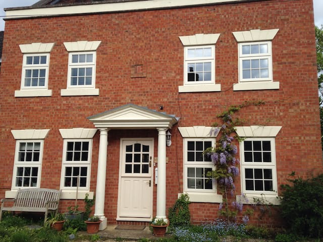 Lockwood House, Sleeps 5 in 3 rooms - Kineton - Bed & Breakfast