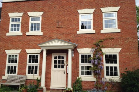 Lockwood House, Kineton , 3 rooms , Sleeps 5 - Bed & Breakfast