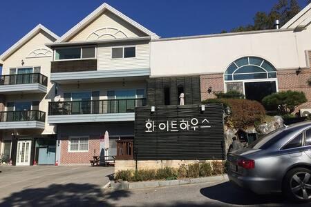 조용하고 맑은 공기와 함께 푸른숲 안에서의 힐링 타임 - Yangpyeong-eup, Yangpyeong-gun - วิลล่า