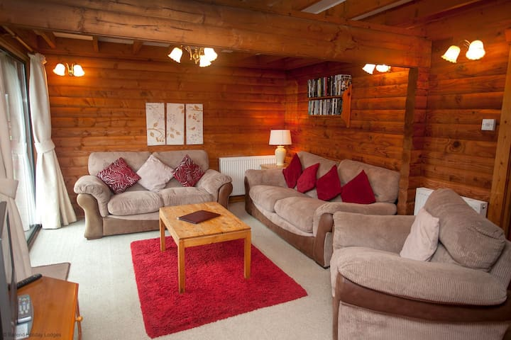 10 - The Ducklings, Barend Holiday Lodges, with free swimming, sauna & golf.