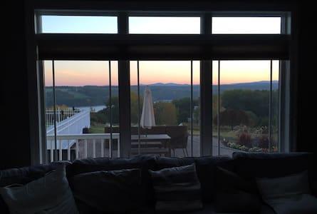 Epic Views, Huge House, Amentites+ - Melrose - Talo