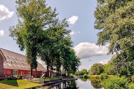 Maison de vacances reposante à Veendam avec terrasse privée