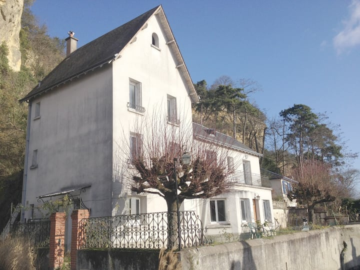 House near the Loire very close to Tours