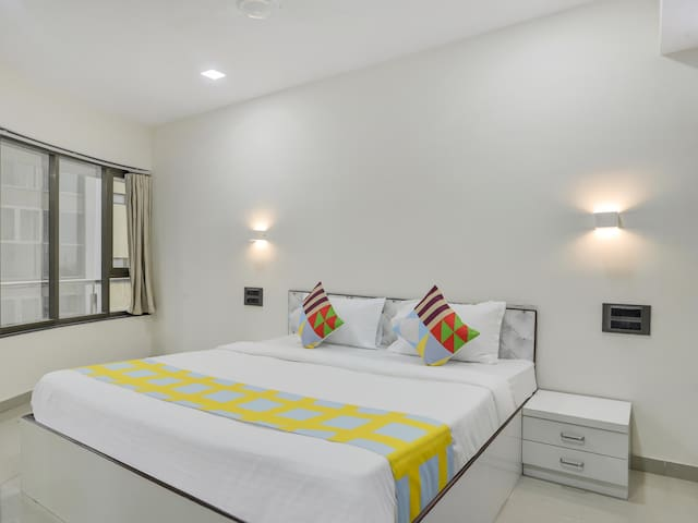 OYO- Premium Ivory-Hued One Bedroom Abode in Mumbai
