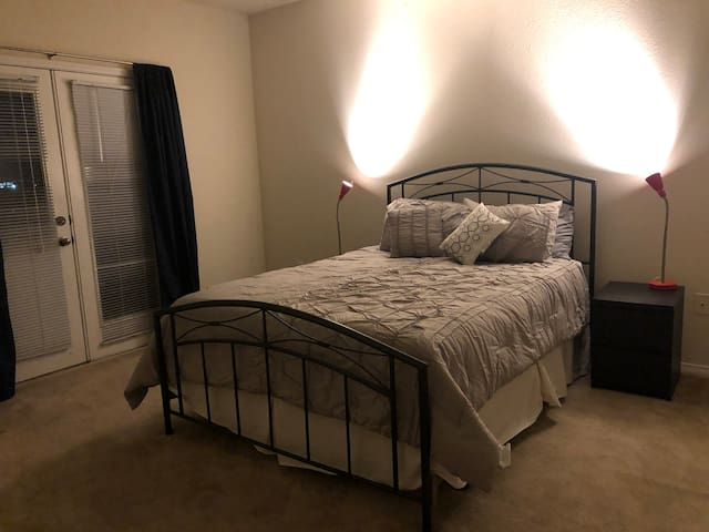 10 min from mountains/Red Rocks, Temperpedic bed
