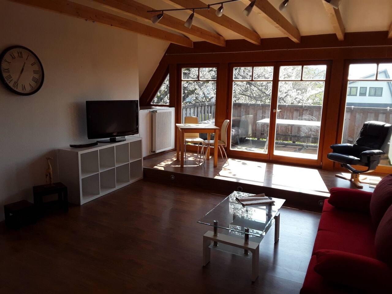 Wohnzimmer mit herrlichem Blick über die grosse Dachterrasse