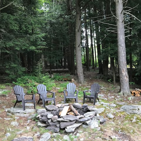 firepit off back deck (seasoned firewood supplied)