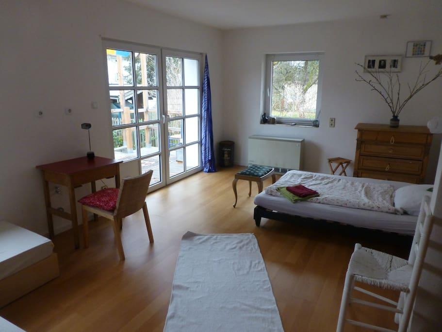 gro es helles zimmer f r 2 oder mehr mit bad h user zur miete in m nchen bayern deutschland. Black Bedroom Furniture Sets. Home Design Ideas