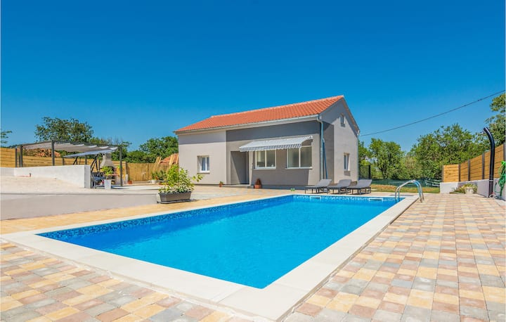 Nice home in Donje Rastane with Outdoor swimming pool, WiFi and 3 Bedrooms