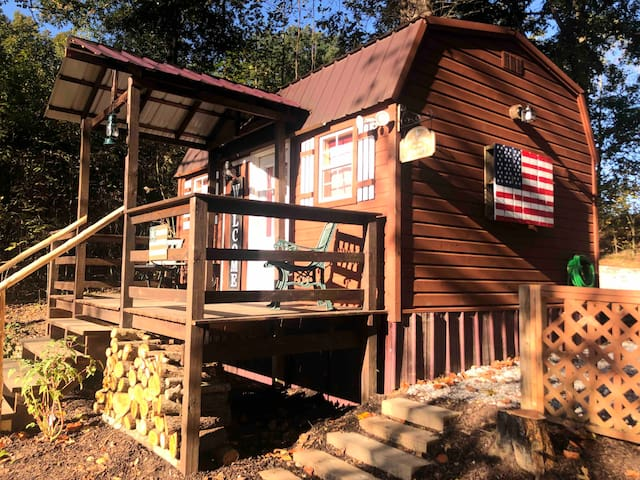 * Tiny Timbers Country Cabin * on Pond & 20 Acres